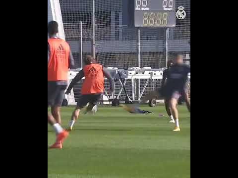 Modric bate de trivela e faz GOLAÇO em treino do Real Madrid