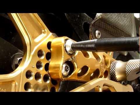 Schraubenentfernung Mit Ausdrehschraube / Screw Removal Gilles Tooling AS31GT