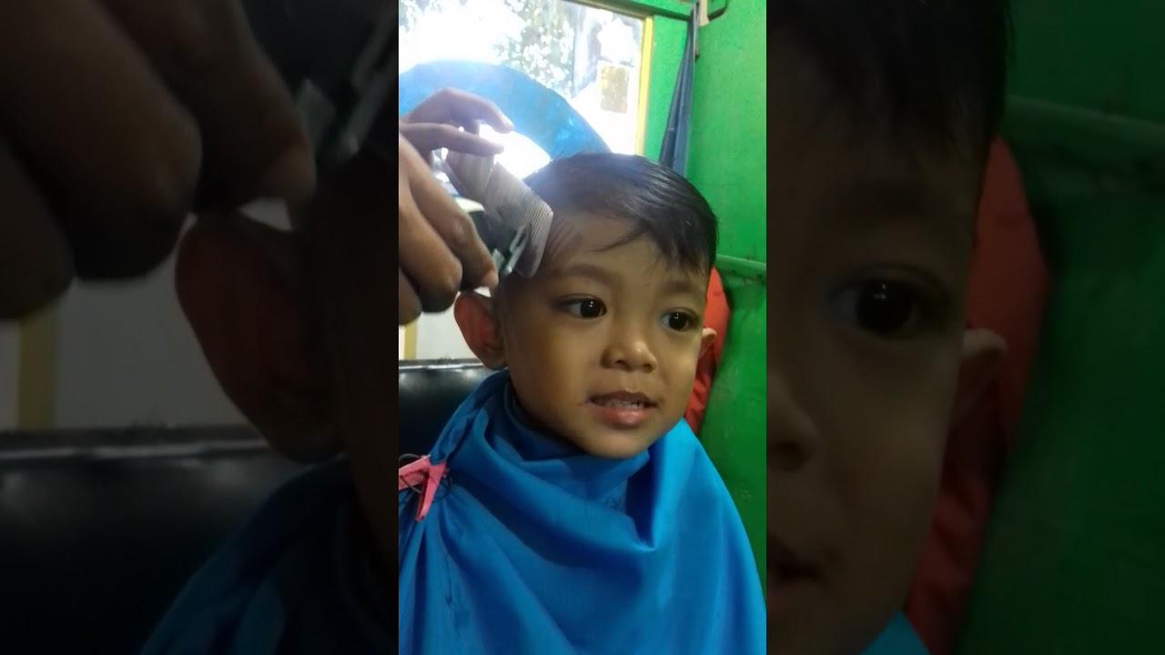 Potong rambut dedek asror - YouTube