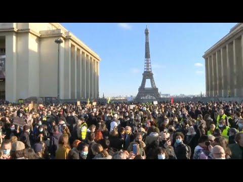 Francia: Égalité, Fraternité.. Liberté (di stampa) in dubbio