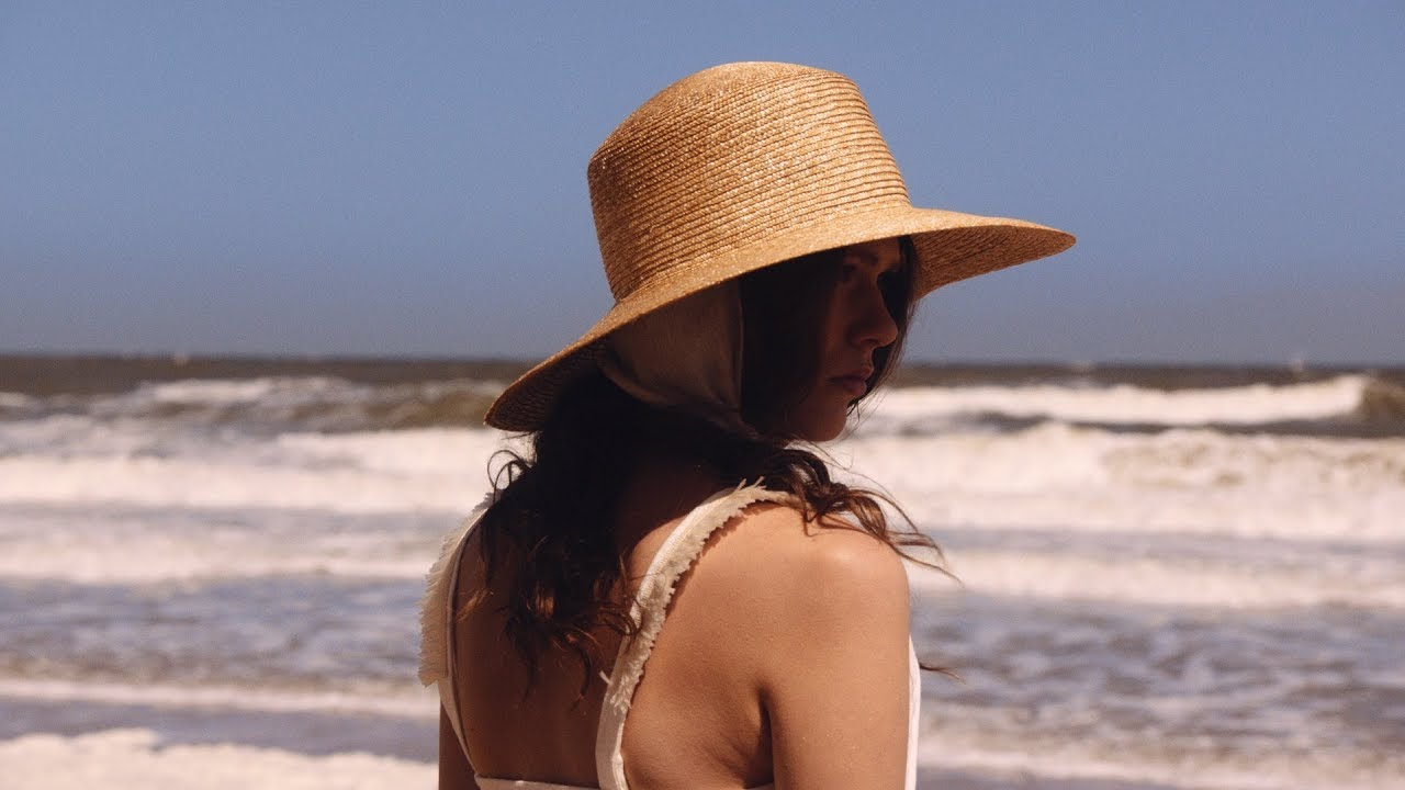 [VIDEO] - Vacation Style Ideas: 19 Chic Updates For Your Summer Wardrobe  | NET-A-PORTER 2