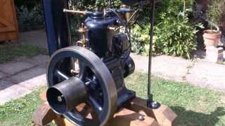 Circa 1920 Moteur Japy 12E 1hp single flywheel, vertical hit and miss, open rank engine.