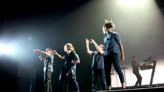 Christine and the Queens - No Harm Is Done ft. Tunji Ige (Live au Zénith)