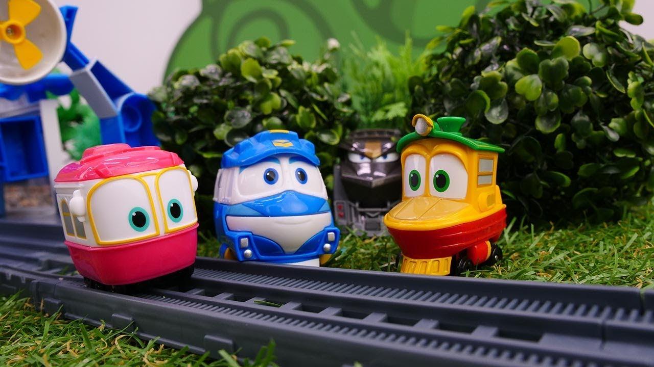Video e giochi con Robot Trains.  Kay cerca Selly. Giocattoli educativi per bambini