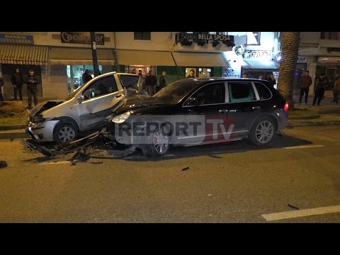 Report TV - Vlorë, aksident në bulevardin Ismail Qemali, 5 makina të përplasura