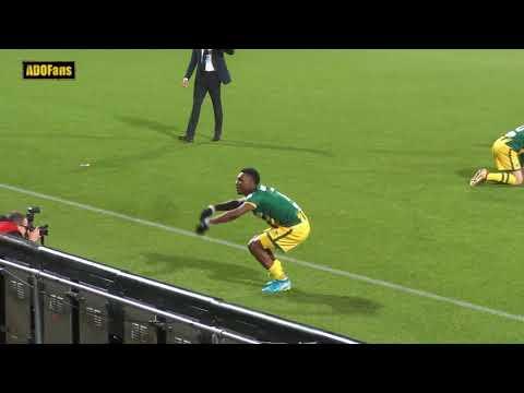 Spelers ADO Den Haag vieren overwinning met publiek