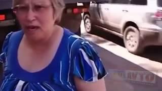 Крутые разборки женщин за рулем  Жесть от женщин