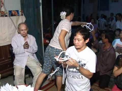 Nhac sy Hoang Phuc dam tang me ( le thanh phuc phat tang)