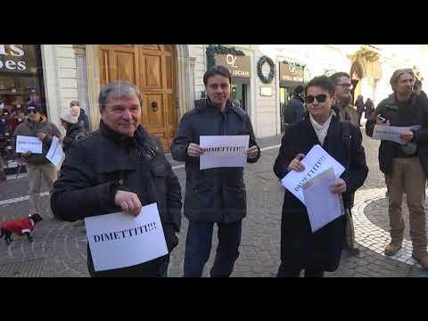Chieti - Sit-in per le dimissioni di Di Primio