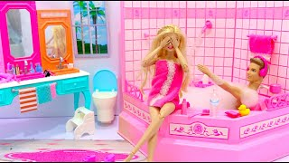 Barbie and Ken Evening Routine Barbie Deluxe Pink Bathroom ,Barbie y Ken Rutina de La Noche