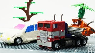 Transformers stop motion - Optimus Prime, Bumblebee & Disney Car Frank 💖 Play Doh Cartoons