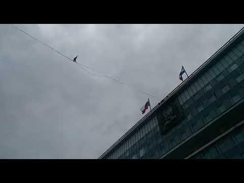 Канатоходец в Перми ставит мировой рекорд