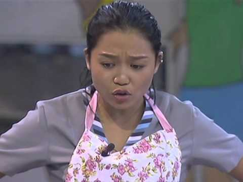 Housemates help Miho on her task