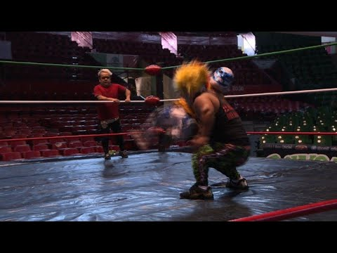 Download Mexican dwarfs, anything but little in the wrestling ring