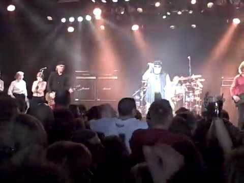 turn-me-loose---loverboy-live-at-the-commodore
