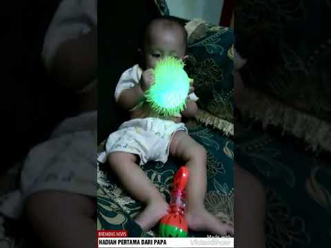 Keceriaan anak dengan mainan sederhana (Brigit B. Tanggu)