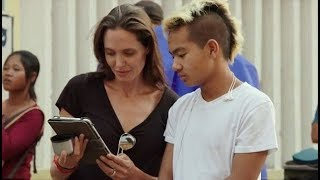 Сын Анджелины Джоли впервые дал интервью о маме