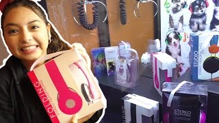 Wannabe Beats Headphones - Claw Machine Wins(Crystal just destroyed this headphone claw machine!! Crystal won 4 pairs of headphones in a row!! The best, by far, were the pink wannabe Beats headphones., 2015-04-27T11:00:30.000Z)