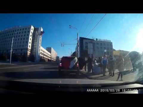 Belarus: Enraged bride attacks groom with bouquet after jumping out of wedding car
