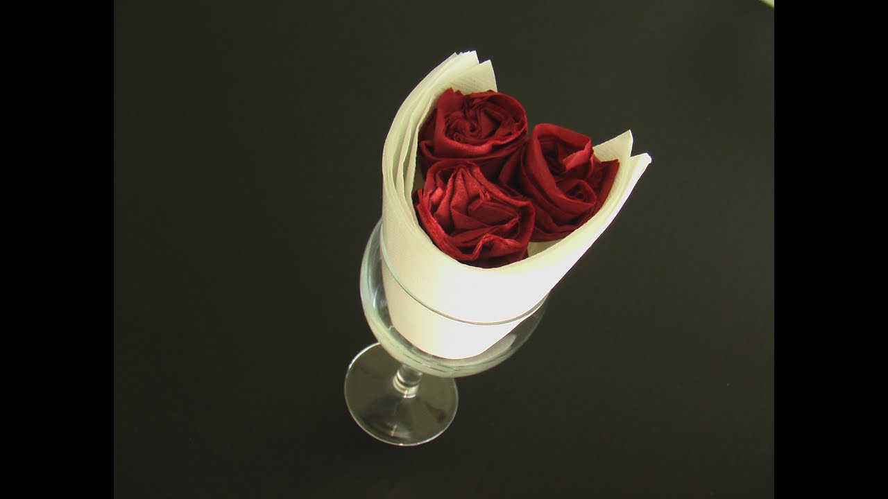 Pliage serviette papier coupe de rose youtube - Serviette de table pliage ...