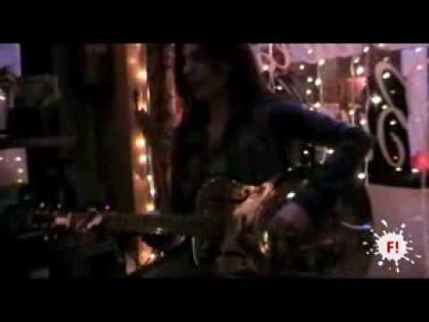 Susan Santos en Acústico tocando Devil's Waltz