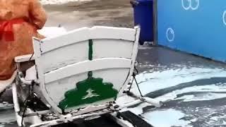 Дед Мороз на автомойке