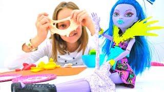 Видео про кукол - Монстр Хай готовят печенье