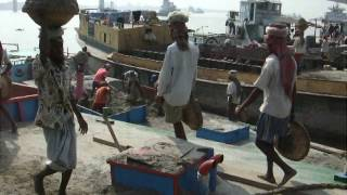 Manual Sand Unloader: Hard Labour in Bangladesh!!