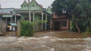 Vỡ đê dẫn tràn hồ Gia Hoét 1, nước cuồn cuộn đổ vào khu dân cư
