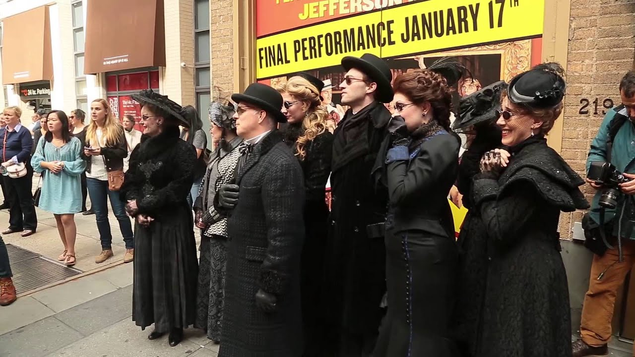 Jefferson Mays' 6,000th Death on Broadway! - YouTube