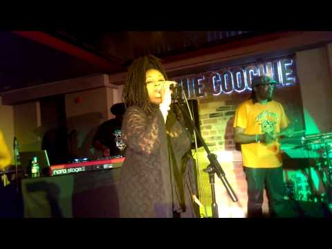 Soul II Soul @Hoochie Coochie - Keep on Moving