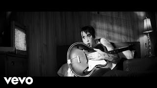 Смотреть клип Marilyn Manson - God's Gonna Cut You Down (Official Music Video)
