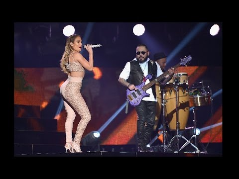 Jennifer Lopez Rinde Homenaje a Selena en Los Billboard Latino 2015 Jennifer Lopez Tribute To Selena
