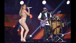 Jennifer Lopez Rinde Homenaje a Selena en Los Billboard Lati...