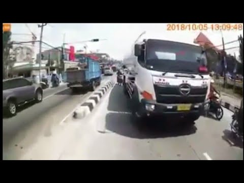 Bad Driving Indonesian Compilation #21 Dash Cam Owners Indonesia