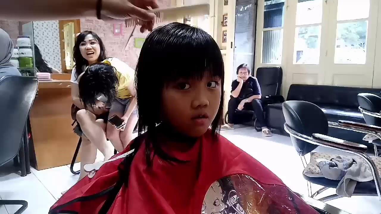Hair cutting.Potong rambut anak SD 580acb1ea9