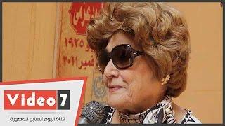 الفنانة عايدة كامل تبكى زوجها محمود عزمى أثناء تكريمه