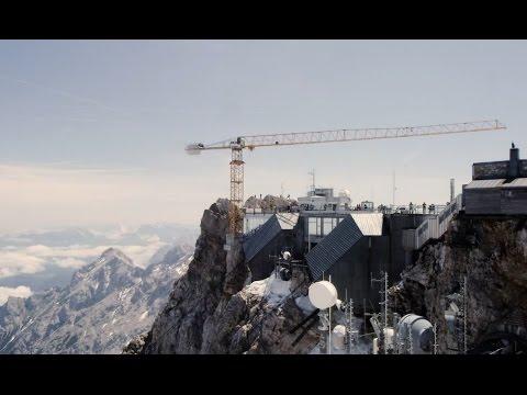 Liebherr - Helikoptermontage des 150 EC-B Flat-Top-Krans auf der Zugspitze