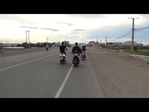 ជិះម៉ូតូដេីរលេង Jit Moto Dek Leng. Cambodia