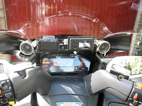Suzuki Burgman 650 executive Shark audio radio MP3 player
