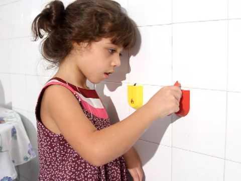 Khort - Incrível  Chega de briga para abrir sachês - Criança de 7 anos abrindo catchup