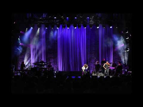 Idina Menzel World Tour 2017 - slideshow