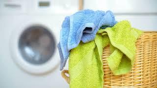 видео Как постирать пуховик в стиральной машине чтобы пух не сбивался и без разводов