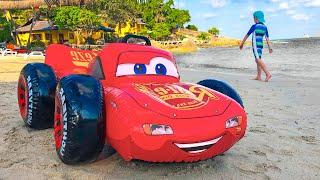 एली अपनी पसंदीदा खिलौना कार को भूल गया। बच्चों की दोस्ती की कहानी