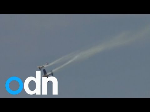 Dramatic near-miss of two aerobatic planes at India airshow