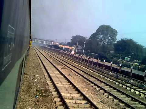 DEPARTURE FROM ALLAHABAD; CROSSING PRAYAG: 12382 NDLS-HWH POORVA EXPRESS