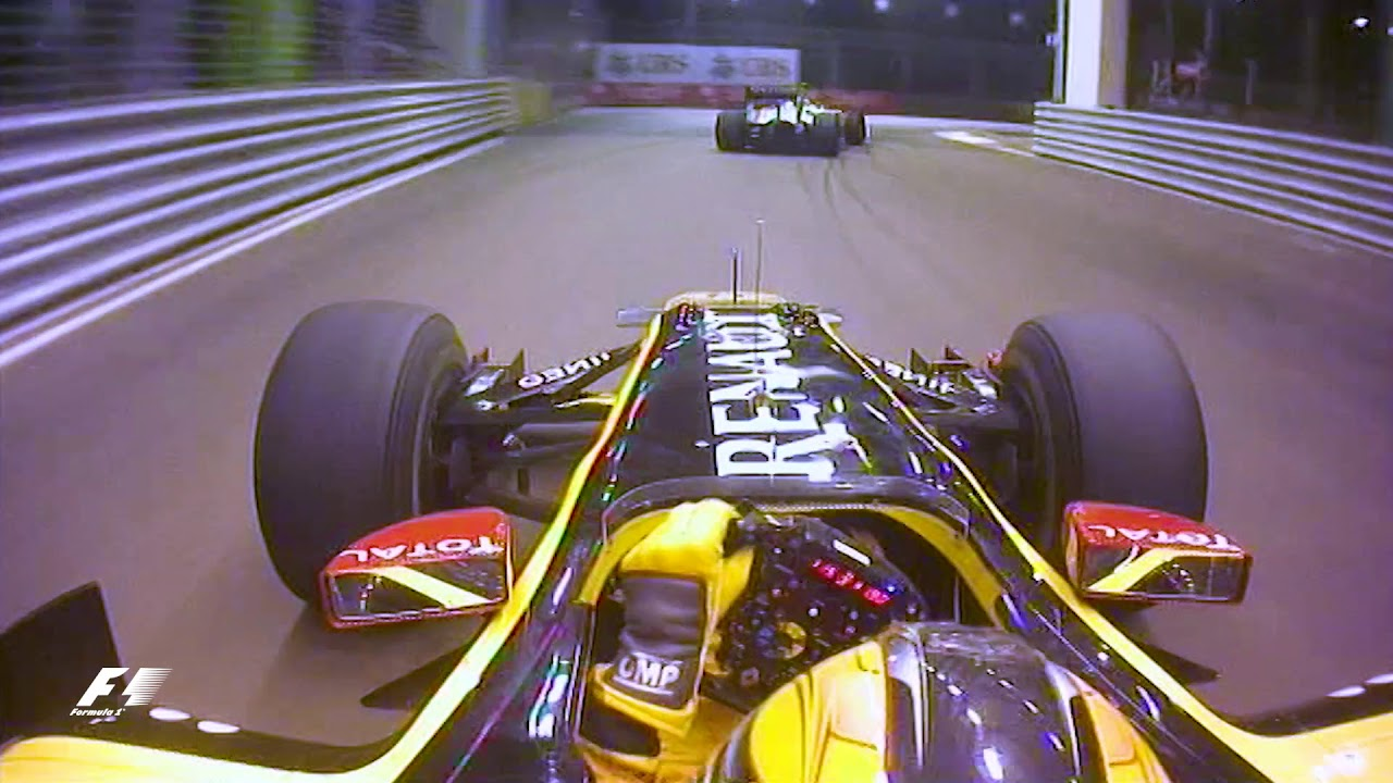Robert Kubica Slices Through The Traffic | 2010 Singapore Grand Prix