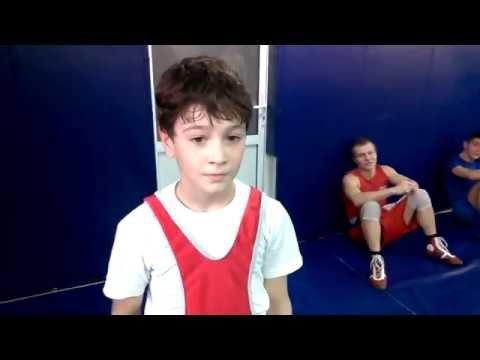 Мальчик 10 лет ставит свой рекорд на турникеЗаур