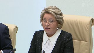 В Совете Федерации обсуждали проект федерального бюджета на следующий и ближайшие три года.