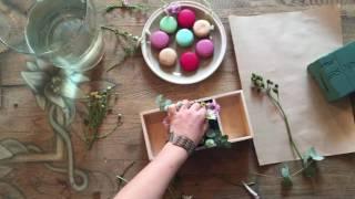 Цветочная коробочка с макарунами